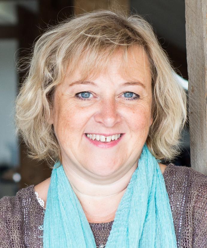 Lynda Holt, MA, RGN, FInstLM